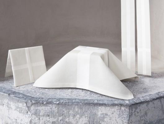 Kalkkläde, bursa och stola i vitt