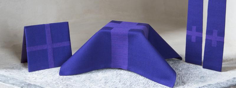 Violett kalkkläde, bursa och stola